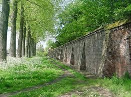 Monumentale muur.